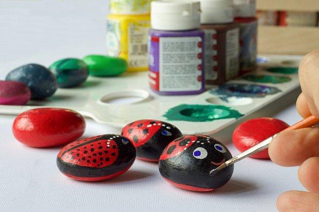Malování na kamínky je snadné