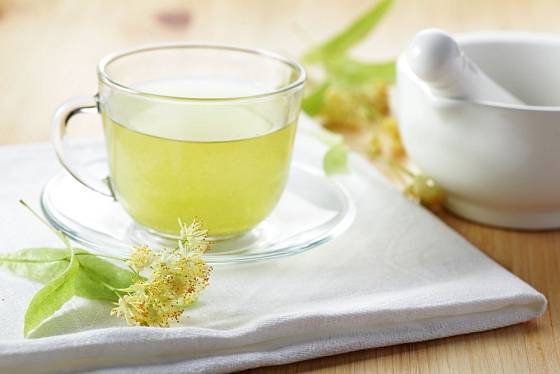 Léčivý lipový čaj připravíme z květů čerstvých i sušených
