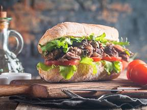 Hovězí trhané maso připravíte doma snadno, ale potřebuje čas.
