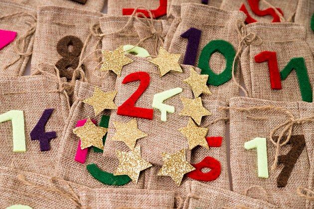adventní kalendář z jutových sáčků
