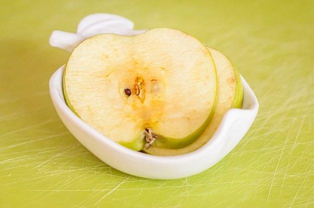 K prevenci nebo zpomalení enzymatického zhnědnutí potravin se používá např. citronová šťáva.