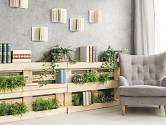 Jednoduchá stěna z dřevěných palet.