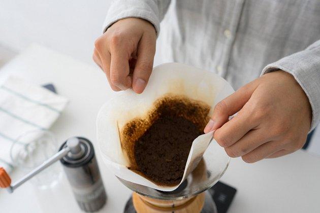 Zbytky kávy nevyhazujte