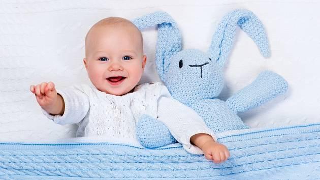Měkké a hebké hračky jsou ideální pro malá miminka.