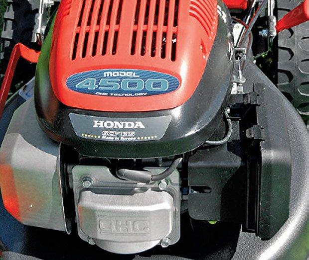 Motor Honda tradičně potěšil spotřebou a snadným startem
