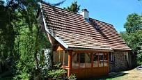 Návštěva na chalupě v Orlických horách: Před pár lety skryla zápraží prosklená veranda