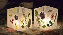 Po rozsvícení vytvoří květinové lampičky kouzelnou atmosféru