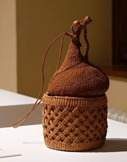 Nádoba na uskladnění semen, vyrobená z papíru hanji