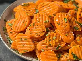 Dušená mrkev je skvělá, rychlá a zdravá příloha.