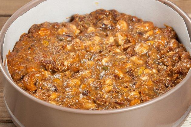 Příprava panforte, směs v doroté formě před pečením
