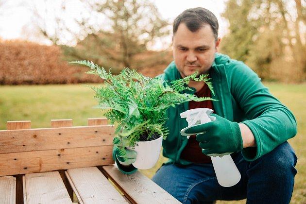 Hnojivo z droždí můžete používat i jako postřik. Chrání rostliny před škůdci a nemocemi.