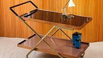 Stolek s kolečky oceníte i jako praktický konferenční stolek.
