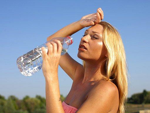 Snížený obsah tekutin v těle oslabuje jeho výkonnost