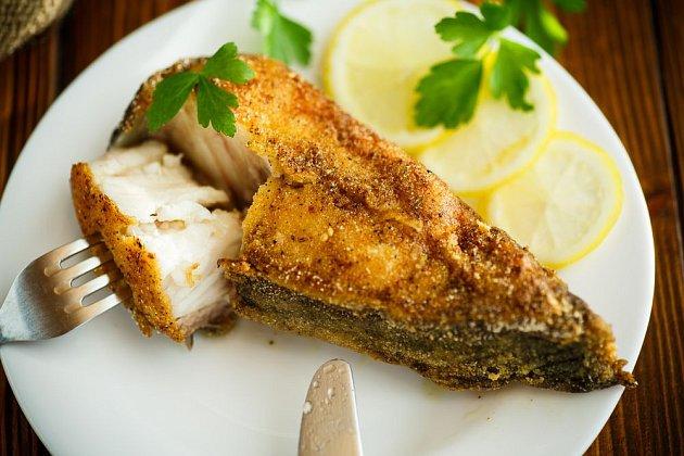 Klaisický trojobal může při smažení ryb nahradit zajímavější směs