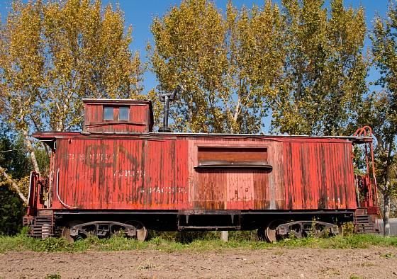 Podobně jako maringotku můžeme k bydlení upravit i starý železniční vagon.
