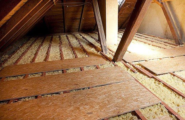 U betonového stropu se izolace většinou nafouká přímo na povrch stávající podlahy