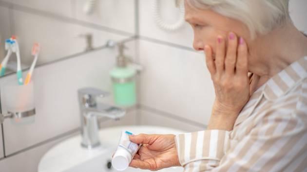 O prospěšnosti fluoridů v zubních pastách se vedou neustále spory.