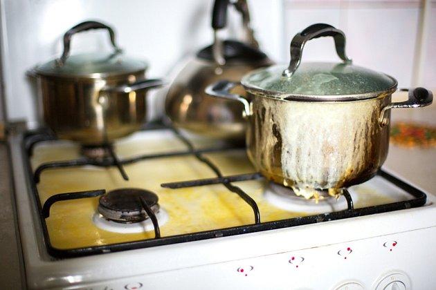 Plynový sporák snadno znečistí vzkypělý pokrm.