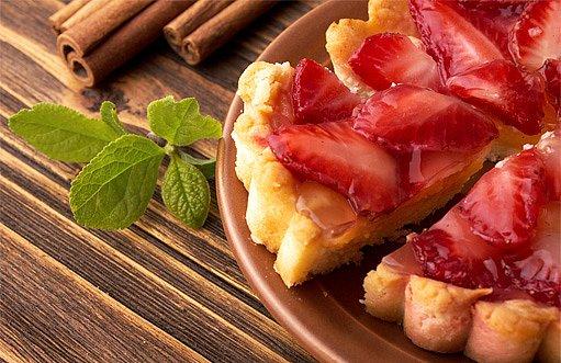jahody v piškotovém těstě