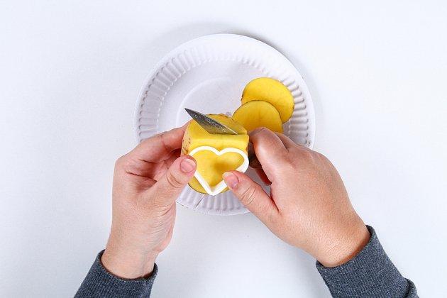 Výroba bramborového tiskátka