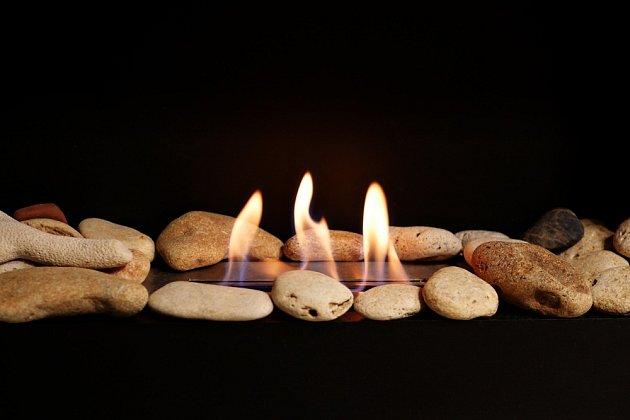 Dekorativní kameny v plamenech