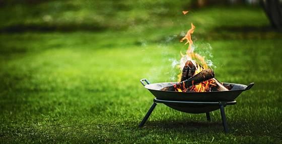 Přenosné ohniště se dá podle potřeby přemístit