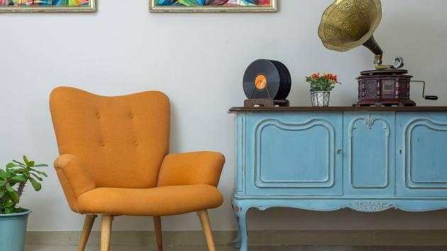 Interiér ve stylu retro dýchá klidem a pohodou