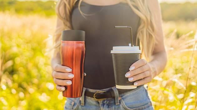 Kelímek na kávu i limonádu