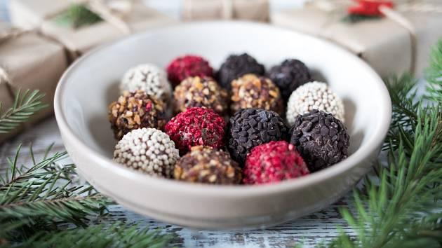 Čokoládové lanýže můžeme připravit ve více barvách.