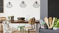 Moderní závěsná svítidla Tarbes rozzáří vaši kuchyni nad jídelním stolem.
