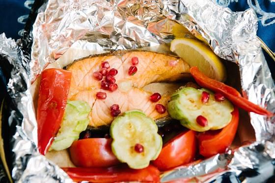 Na grilování rajčat není alobal či hliníkové misky ideální.