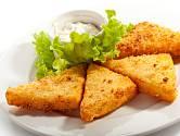 Smažený sýr podáváme nejčastěji s tatarkou.
