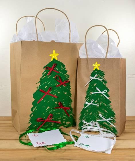 Vlastnoručně vyzdobené tašky na dárky potěší.