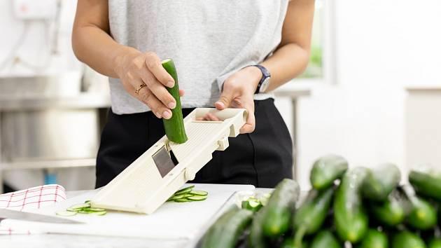 Rychlé, levné a chutné osvěžení. Prostě okurkový salát!
