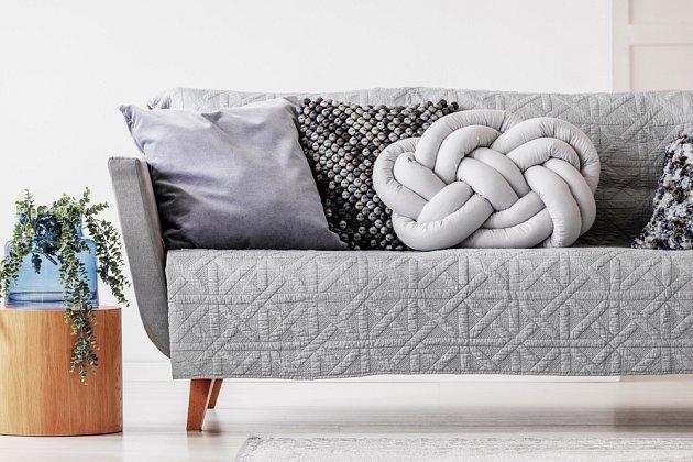 Uzlový polštář (knot pillow) je hitem moderních domácností.
