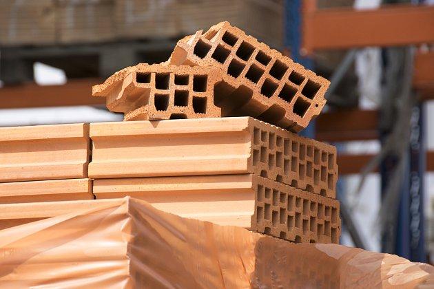 S moderními cihlami a stavebními prvky bude váš dům silný i ve všech detailech
