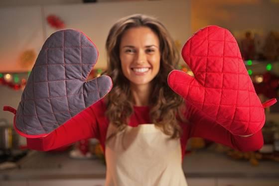 Před zbytečnými popáleninami nás ochrání kvalitní kuchyňské rukavice.