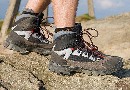K péči o zdraví u diabetiků patří i zvláštní péče o končetiny. Kvalitní obuv je základ.