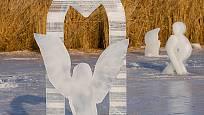 Autorem ledové kompozice Anděl v bráně je Robert Musil, tesař