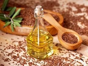 Lněný olej je plný zdraví prospěšných látek.