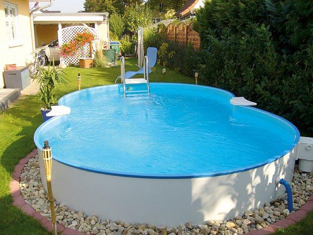 Venkovní zahradní bazén.