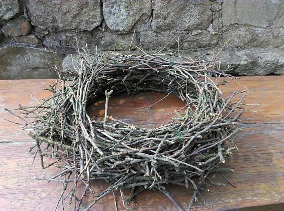 Hotové hnízdo - věnec.