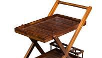 Dřevěné servírovací stoky byly kdysi velmi žádané. Dnes se jejich móda vrací.