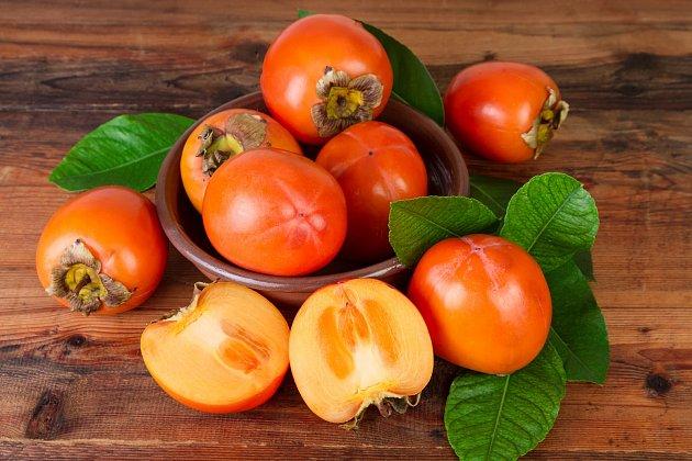 Plody kaki nedozrají samy od sebe, jako třeba broskve, meruňky nebo i avokádo