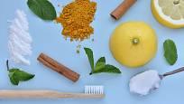 Přírodní suroviny k výrobě domácí zubní pasty