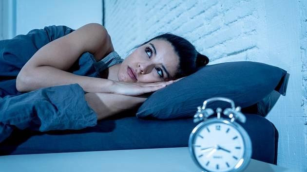 Každý z nás někdy zažil noc, během níž nešlo usnout