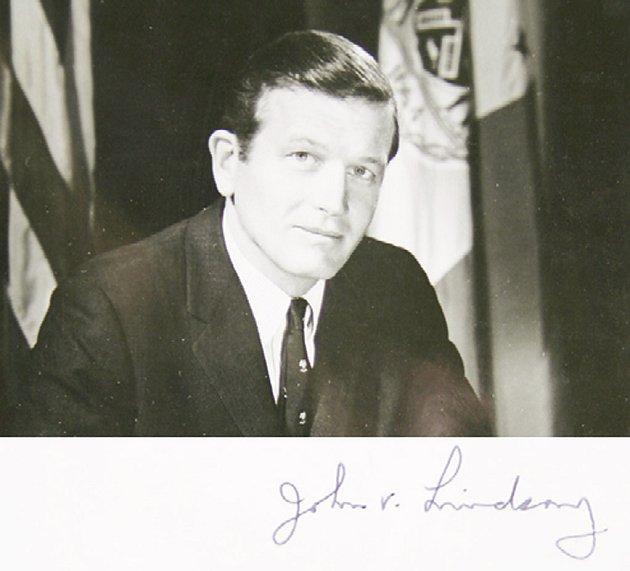 První autogram: starosta New Yorku v letech 1966–1973 John V. Lindsay