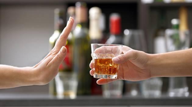 Pití alkoholu se musí držet pod kontrolou