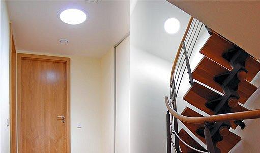 Chodba osvětlená denním světlem – v noci tento prostor bez oken osvětluje vysokovýkonná LED dioda