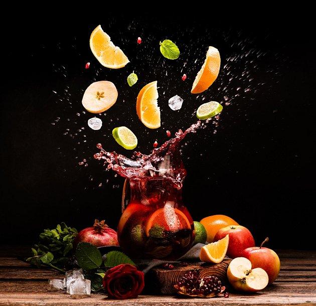 Do sangrie patří jen základní ovoce.